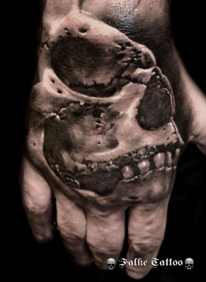 Tatuaje De Calavera Realizado En La Mano
