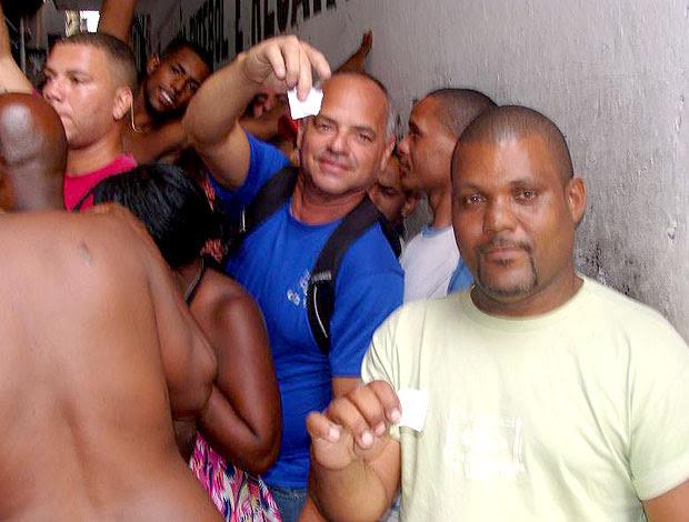 Mauro o primeiro na fila de ingressos em São Cristóvão