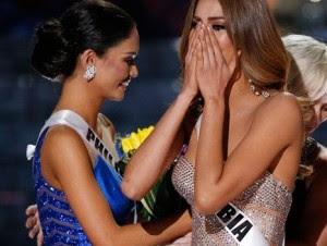 Miss Colombia Ariadna Gutiérrez, derecha, reacciona al ser anunciada por error ganadora de Miss Universo junto a Miss Filipinas Pia Alonzo Wurtzbach, izquierda, en el concurso Miss Universo el domingo 20 de diciembre de 2015 en Las Vegas. Wurtzbach recib