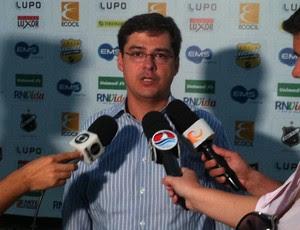Superintendente de futebol Gustavo Mendes espera anunciar mais reforços para o ABC (Foto: Tiago Menezes/GLOBOESPORTE.COM)