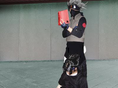 Kakashi props up Sasuke