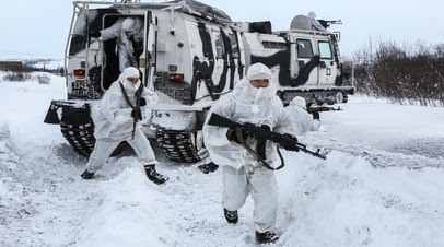 «Многоцелевой и вместительный»: чем интересен российский армейский двухзвенный снегоболотоход «Алеут»