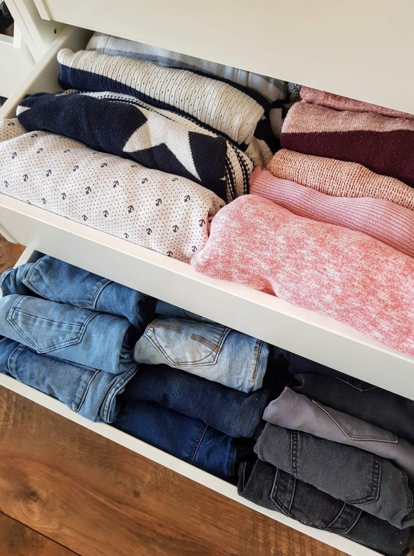 die konmari-methode: den kleiderschrank aufräumen
