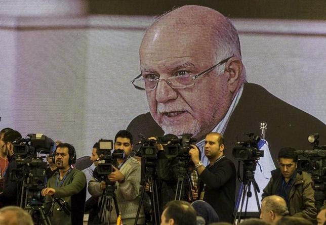 Iran's Oil Minister Bijan Zanganeh is seen on a screen as he speaks during an extraordinary ministerial meeting of the Gas Exporting Countries Forum (GECF) in Tehran November 21, 2015.  REUTERS/Raheb Homavandi/TIMA/Files