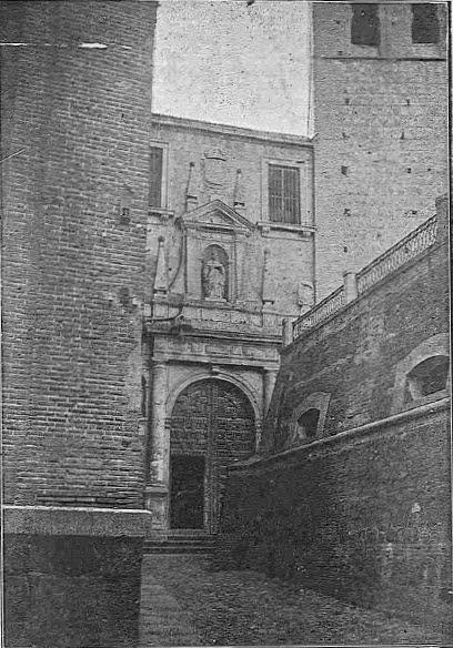 Depósitos de agua en la Plaza de San Román de Toledo
