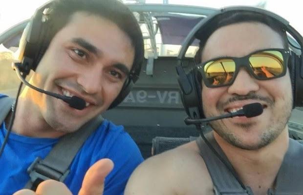 Amigos postaram foto antes de morreram em queda de avião em Pirenópolis, Goiás (Foto: Reprodução/Facebook)