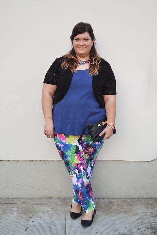 outfit pantaloni colorati e giacca aile9