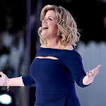 Trisha Yearwood Laughs About Onstage Wardrobe Malfunction - Taste Of Country