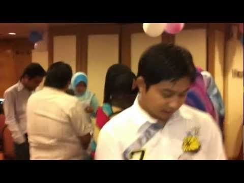 Video Kenangan : Group singing by ex student SMKTS batch 95-99 gathering dinner 12 May 2012 Kelab Darul Ehsan ampang
