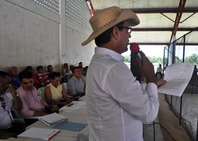 Arnaldo Lacerda, presidente do Aprocarú, conduz audiência pública em São João do Caru.