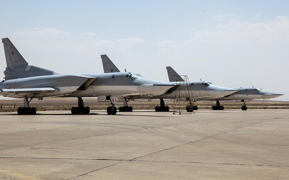 Ρωσικά πολεμικά απογειώθηκαν στις 16 Αυγούστου από το Ιράν για να χτυπήσουν ισλαμιστές στη Συρία, διευρύνοντας τη βομβιστική εκστρατεία της Μόσχας στην περιοχή.