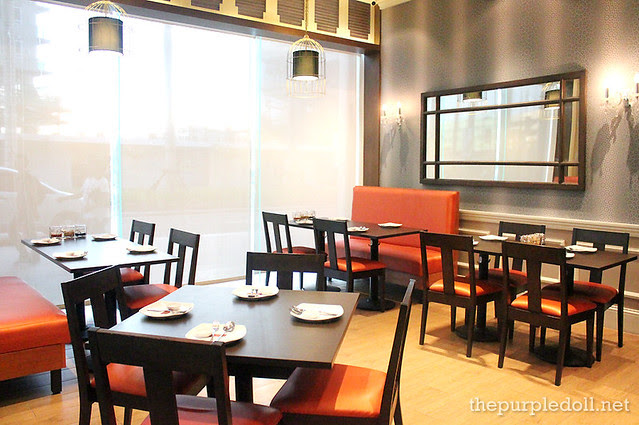 Tables at Wee Nam Kee Glorietta