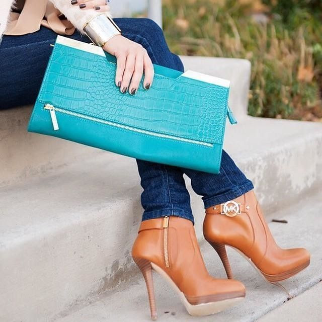 .super cute blue clutch #sponsored