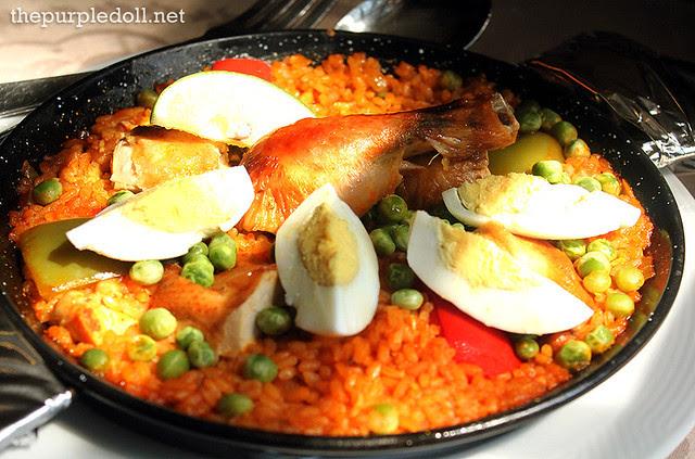Ilustrado Restaurant Paella de Pollo P1250