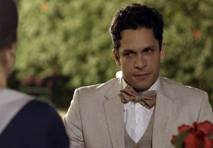 Celso fica chateado ao ouvir Maria falando de sua irmã (Foto: TV Globo)