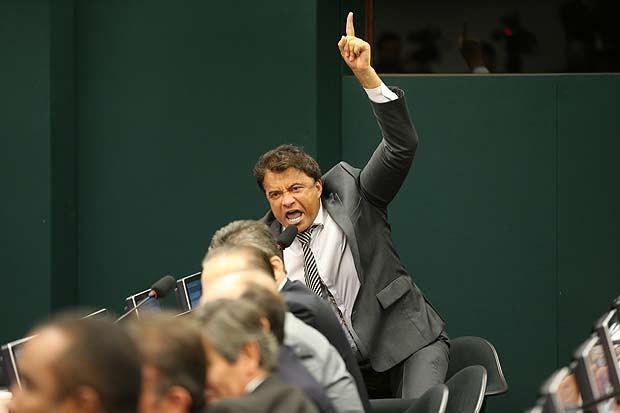 Em Conselho, deputados se xingam de 'ladrão safado', 'vagabundo', 'bandido'