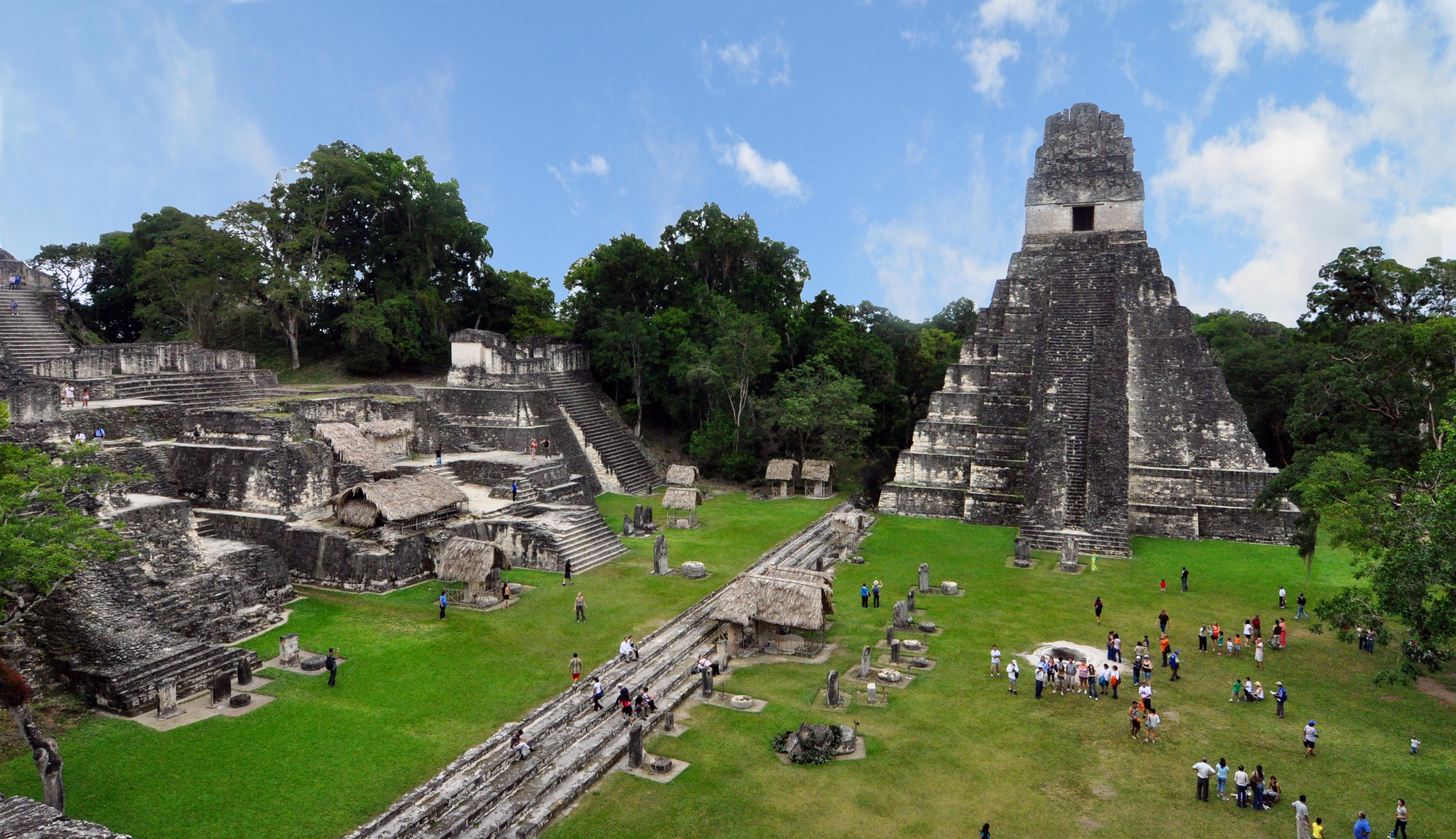 http://upload.wikimedia.org/wikipedia/commons/e/e7/Tikal_mayan_ruins_2009.jpg