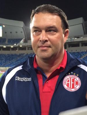 Roberto Fernandes - técnico América-RN (Foto: Augusto Gomes/GloboEsporte.com)