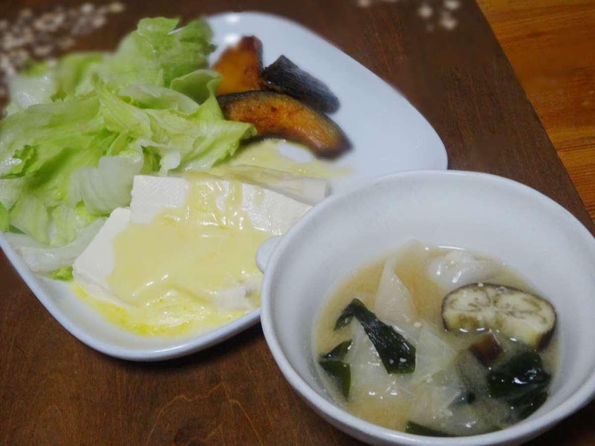 ①豆腐のとろけるチーズ乗せ ②蒸しカボチャの素揚げ ③味噌汁