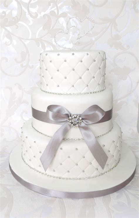 wedding cakes to the moon and back   White Quilted Wedding
