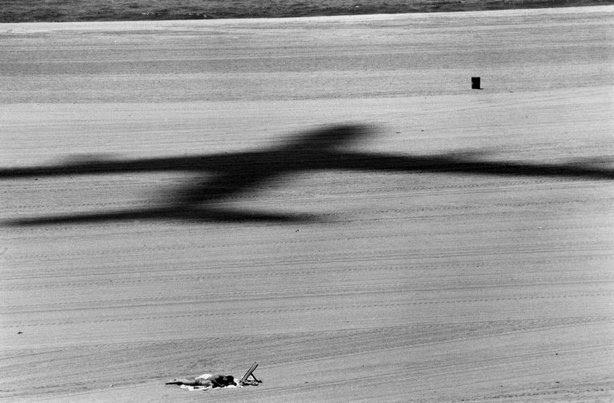 LOS ANGELES—Playa del Rey, 1968. © Dennis Stock / Magnum Photos