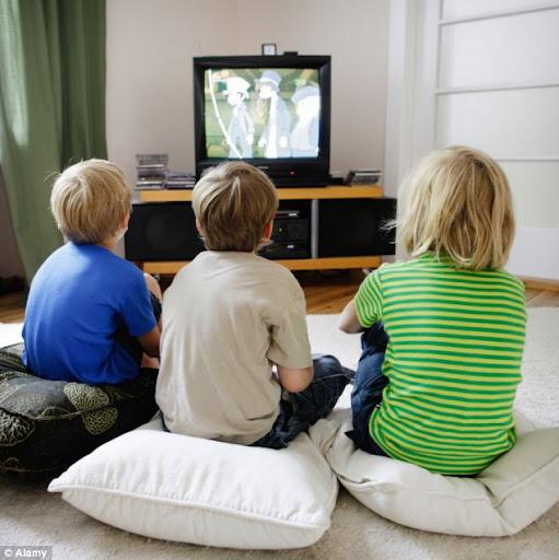 Menonton Televisi Bagi Anak: Baik atau Buruk?