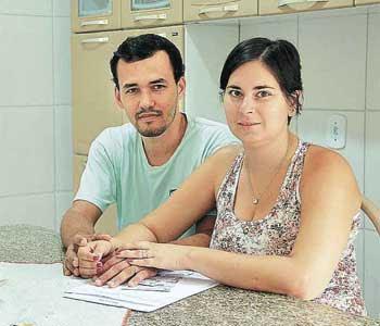 Tatiane e o marido, Eduardo: lei poderia beneficiar técnica de enfermagem (Reginaldo Roriz/Divulgação)