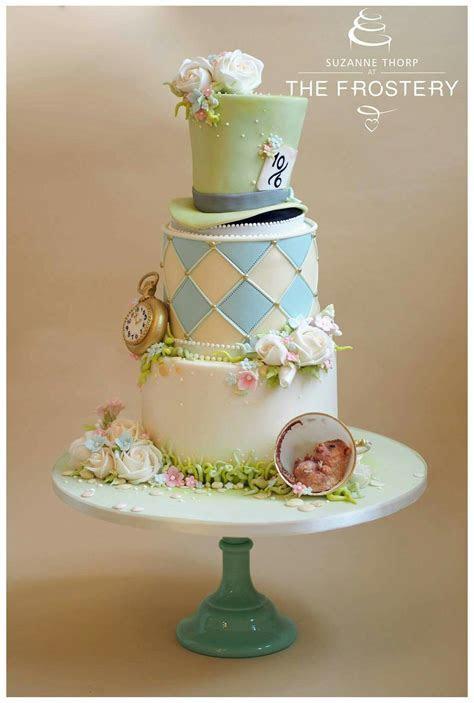 Een sprookje   Wedding cakes   Alice in wonderland cakes