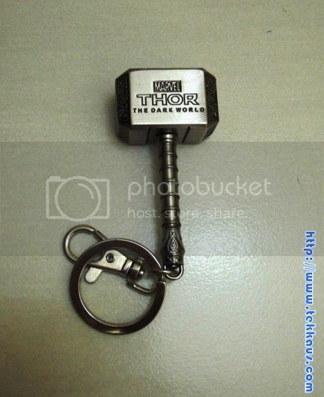 photo ThorsHammer-TheDarkWorldLimitedEditionKeychain02_zps9d4dd1f2.jpg