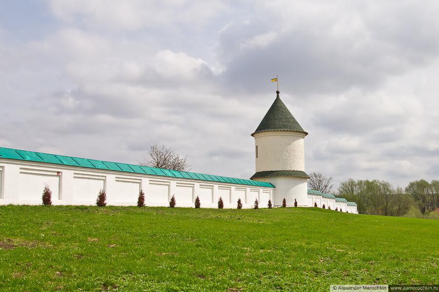 Угловая башня ограды Макаровского монстыря