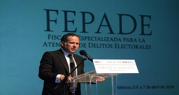Nieto Castillo declina objetar su cese de Fepade por pugna en Senado