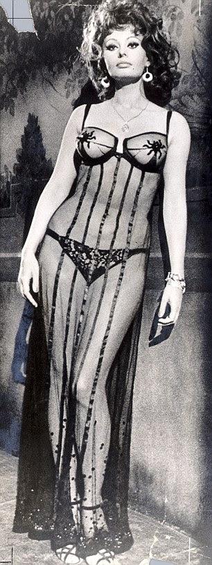 Sophia Loren em uma de suas fantasias filme em Testemunha de Nosso Tempo