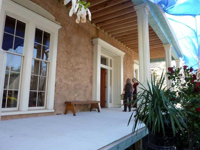 P1080519-2011-03-12-Phoenix-Flies-Grant-Mansion-Porch