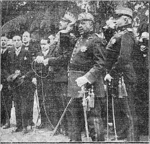 El General Aguilera, Primo de Rivera y Alfonso XIII en la inauguración del monumento al Comandante Villamartín en Toledo (mayo de 1925)