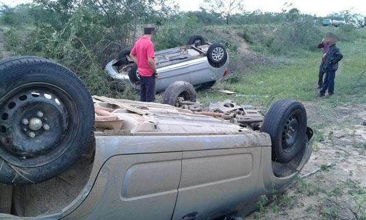 Carros capotaram após colisão | Foto: Notícias de Santaluz