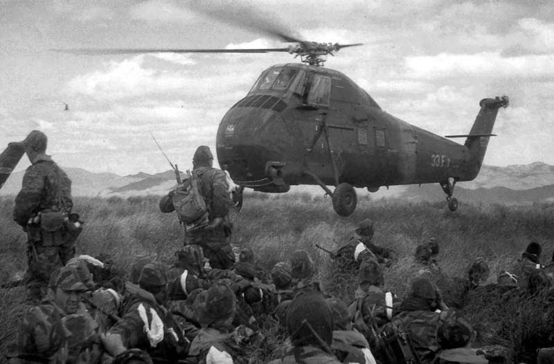 French troops deployed by helicopter in Algeria