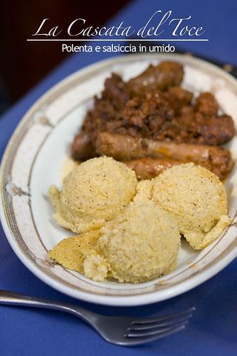 Polenta con salsiccia in umido