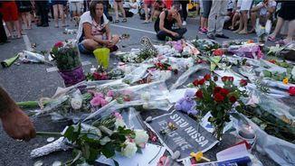 Flors i missatges a les víctimes de l'atemptat