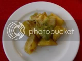 batata com molho de caril e abacate