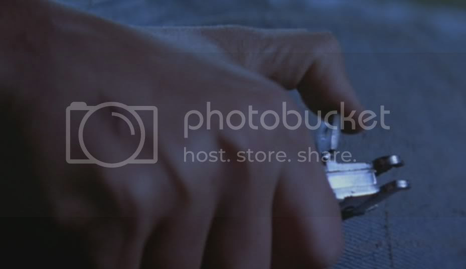 Unk switchblade latch