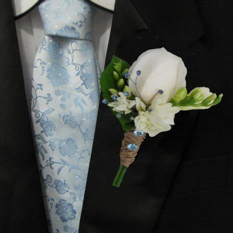 Make Boutonnieres from a Rose and Freesia