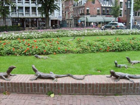 Amsterdam - estatuas de lagartos em Leidseplein