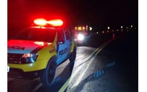 Nova Laranjeiras - Caminhão carregado tomba na BR-277