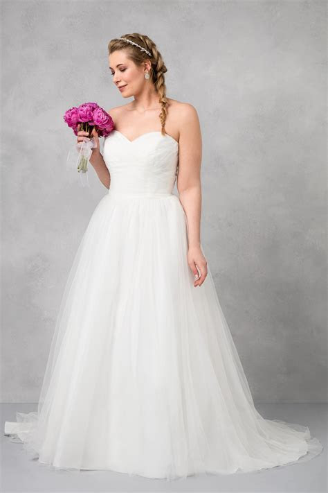 Plus Size Strapless Sweetheart Tulle Wedding Dress 9WG3802