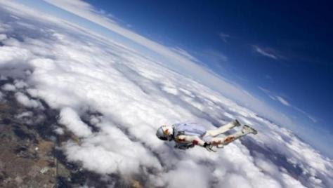 Πτώση από τα 36.000 μέτρα με κομμένη την ανάσα.