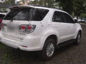 Filha do secretário de Trânsito de Maringá foi presa com este carro roubado (Foto: Reprodução RPC)