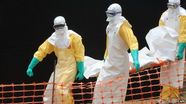 MSF staff carry the body of a person killed by Ebola in Guekedou - 1 April 2014