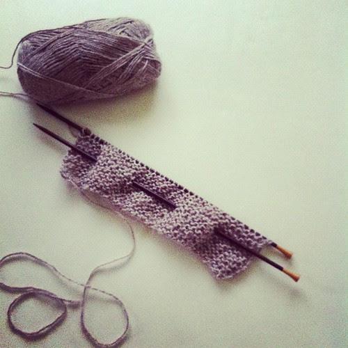 Casting on a scarf in alpaca for DH:) Avviando una sciarpa in alpaca per il marito:)