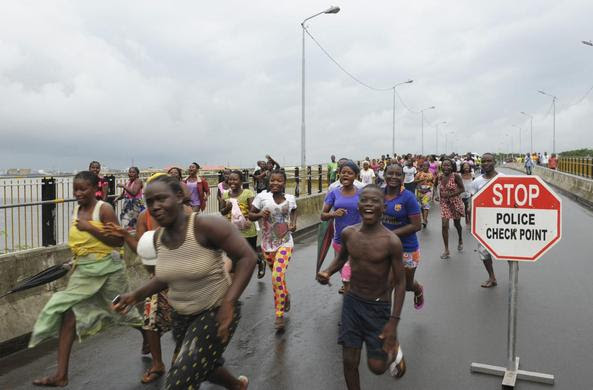 Residents of West Point celebrate the lifting of a quarantine by the Liberian government, in Monrovia, August 30, 2014. REUTERS-2Tango