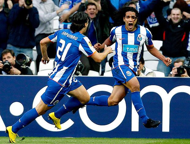 Falcao do Porto comemora gol contra o Braga (Foto: Reuters)